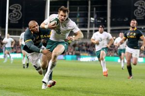 Tommy Bowe scores the winning try against South Africa